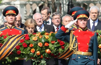 German Chancellor Angela Merkel (secon from the left) takes part in the wreath laying ceremony at the Tomb of the Unknown Soldier during the Victory Day parade on 09 May 2010 in Moscow