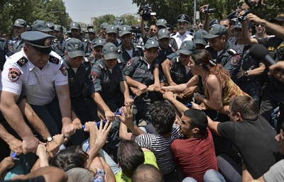 Armenia energy protests to culminate in sit-in at president's palace, activ...