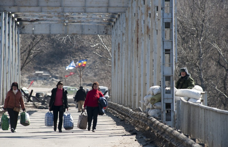 Civilians crossing the disengagement line in the Luhansk region (archive)